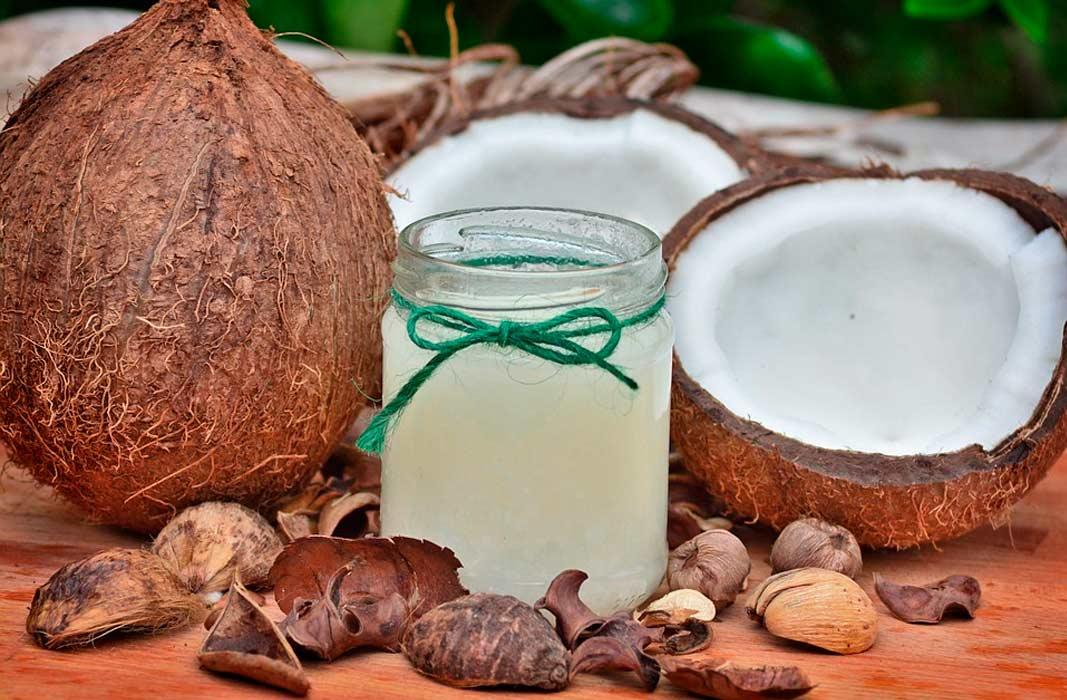 Кокосовое масло для лица: польза, вред, применение в косметологии